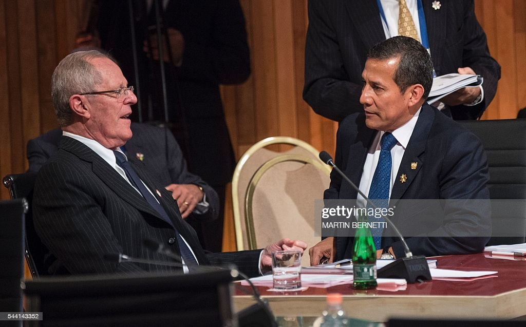 Peru's President-elect Pedro Pablo Kuczynski (L) and President Ollanta Humala participate in the XI Pacific Alliance Summit in Puerto Varas, 1150 km south of Santiago, Chile, on July 1, 2016. / AFP / Martin BERNETTI