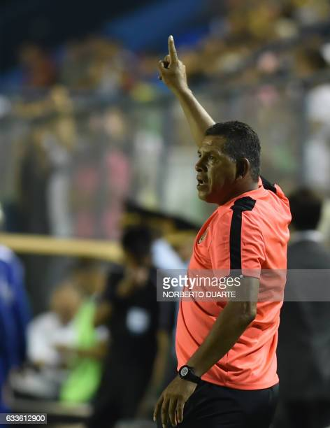 Peru's Universitario coach Roberto Olarte gives instructions to his players during their 2017 Copa Libertadores football match against Paraguay's...