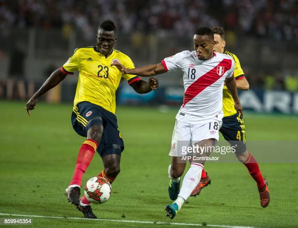 Peru's Yordy Reyna and Colombia's Davinson Sanchez vie for the ball during their 2018 World Cup qualifier football match in Lima on October 10 2017 /...
