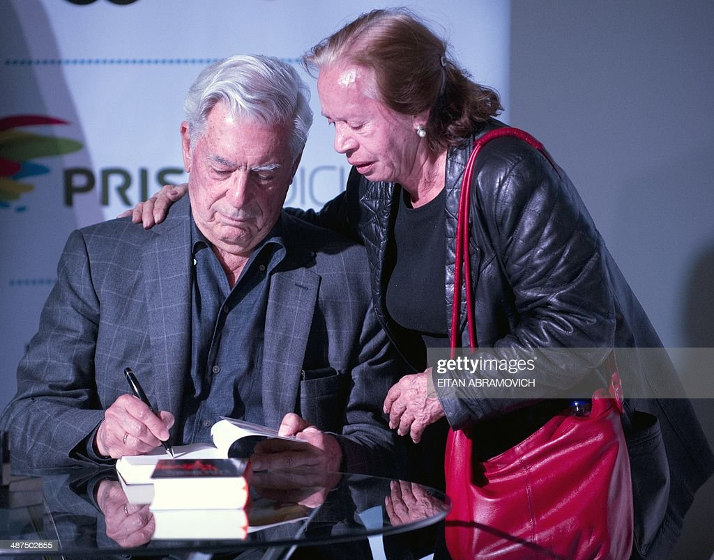 Peruvian 2010 Nobel Prize in Literature laurate Mario Vargas Llosa (L) signs books during the International Book Fair of Bogota, which has Peru as guest of honor, on April 30, 2014, in Bogota, Colombia. AFP PHOTO/Eitan ABRAMOVICH