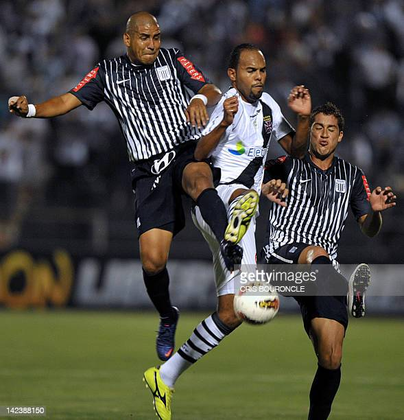 Peruvian Alianza Lima's midfielder Paraguayan Edgar Gonzalez and defender Uruguayan Walter Ibanez vie for the ball with Brazilian Vasco da Gama's...