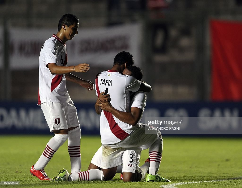 Peruvian footballers celebrate after defeating Venezuela by 1-0 in their South American U-20 Championship Group B qualifier football match, at Bicentenario stadium in San Juan, Argentina, on January 14, 2013. Four South American teams will qualify for the FIFA U-20 World Cup Turkey 2013.