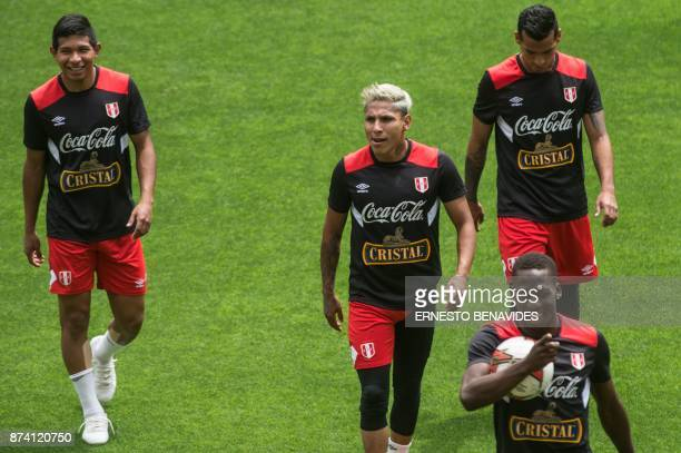 Peruvian footballers Edinson Flores Raul Ruidiaz Miguel Trauco and Luis Advincula take part in a training session in Lima on November 14 2017 on the...