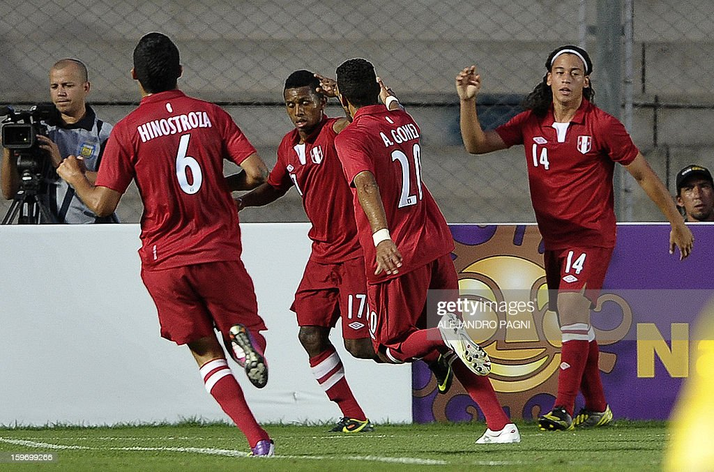 Peruvian forward Yordi Reina (C) celebrates with teammates after scoring against Brazil during their South American U-20 Championship Group B football match, at Bicentenario stadium in San Juan, Argentina, on January 18, 2013. Four teams will qualify for the Turkey 2013 FIFA U-20 World Cup. AFP PHOTO / ALEJANDRO PAGNI