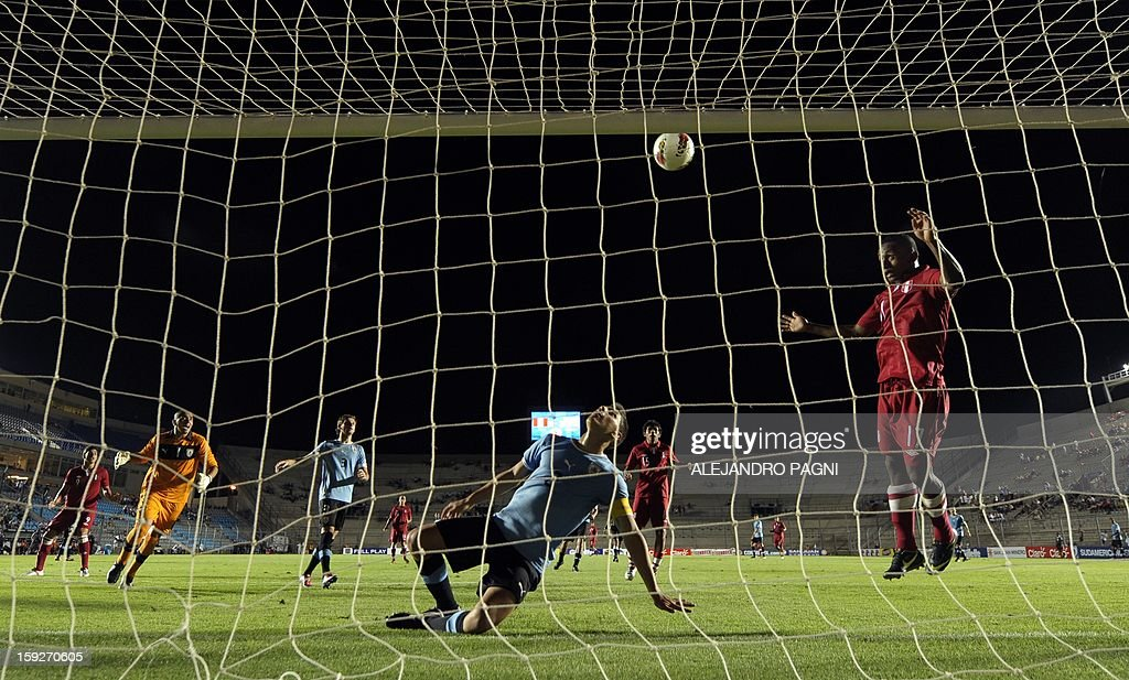 Peruvian forward Yordi Reina (R) misses an opportunity of goal against Uruguay during their South American U-20 Championship Group B football match, at Bicentenario stadium in San Juan, Argentina, on January 10, 2013. Four South American teams will qualify for the FIFA U-20 World Cup Turkey 2013.