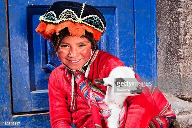 Menina vestindo roupa nacional do Peru, a sagrada Vale