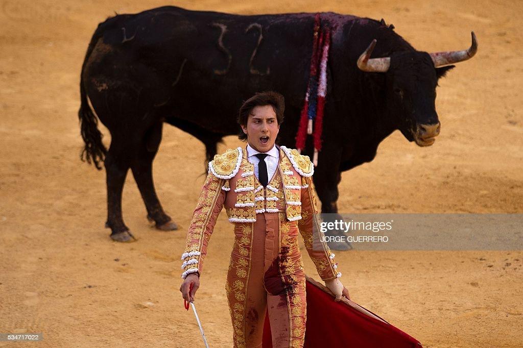 Peruvian matador Andres Roca Rey shouts during the Corpus bullfight festival at a Granada bullring on May 27, 2016. / AFP / JORGE