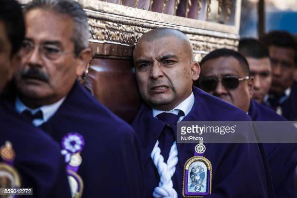 Peruvian men known as quotCargadoresquot carry the image of the quotLord of Miraclesquot or quotSenor de los Milagrosquot during a procession...