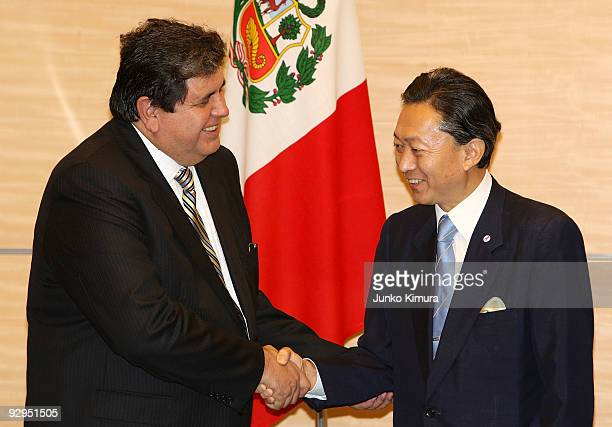 Peruvian President Alan Garcia shakes hands with Japanese Prime Minister Yukio Hatoyama during the signing ceremony at Hatoyama's official residence...