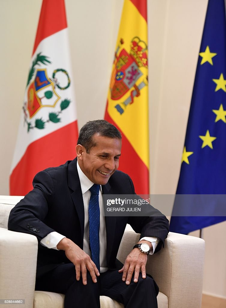 Peruvian President Ollanta Humala smiles during a meeting with Spanish Prime Minister Mariano Rajoy during a meeting at La Moncloa palace in Madrid on May 6, 2016. / AFP / GERARD