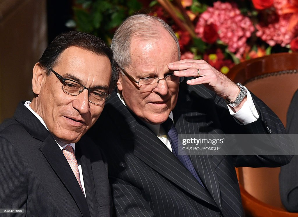 Peruvian President-elect Pedro Pablo Kuczynski (R) and his Vice-President Martin Vizcarra are pictured in Lima on June 28, 2016 during the ceremony to receive credentials a month before taking office. Kuczynski will be sworn in as president for a five-year term on July 28. / AFP / CRIS