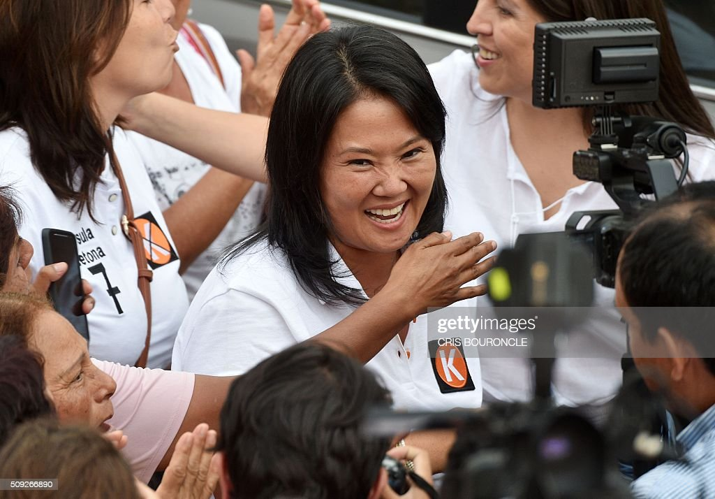 Peruvian presidential candidate for the April 10 general election, Keiko Fujimori leader of the Fuerza Popular Party, arrives to a campaign rally in Lima, on February 9, 2016. Fujimori, daughter of imprisoned Peruvian former President Alberto Fujimori, consistently leads the polls. AFP PHOTO/CRIS BOURONCLE / AFP / CRIS BOURONCLE