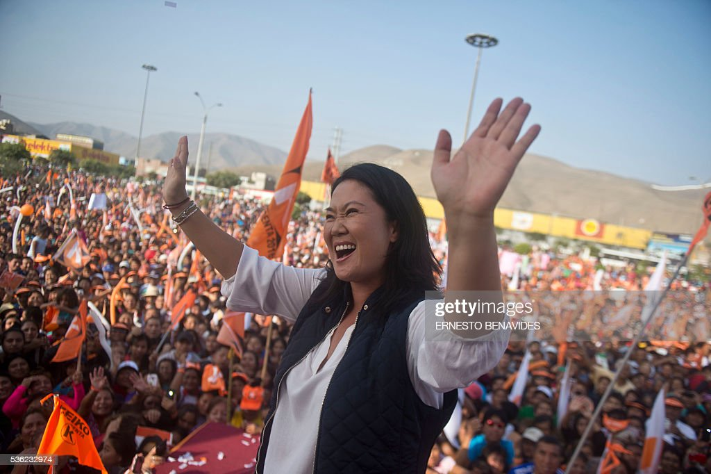 Peruvian presidential candidate for the Fuerza Popular (Popular Force) party and daughter of imprisoned former Peruvian President (1990-2000) Alberto Fujimori, Keiko Fujimori, waves during a rally in Lima on May 31, 2016. Fujimori leads the polls for next May 5 presidential elections in Peru. / AFP / ERNESTO