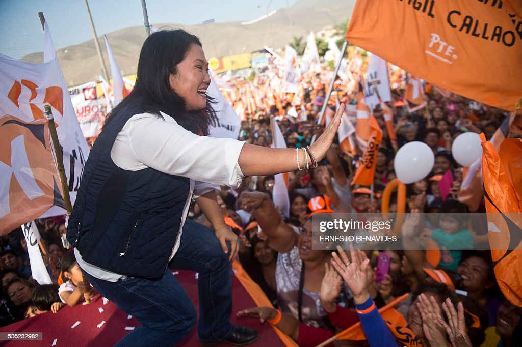 Peruvian presidential candidate for the Fuerza Popular (Popular Force) party and daughter of imprisoned former Peruvian President (1990-2000) Alberto Fujimori, Keiko Fujimori, waves to supporters during a rally in Lima on May 31, 2016. Fujimori leads the polls for next May 5 presidential elections in Peru. / AFP / ERNESTO