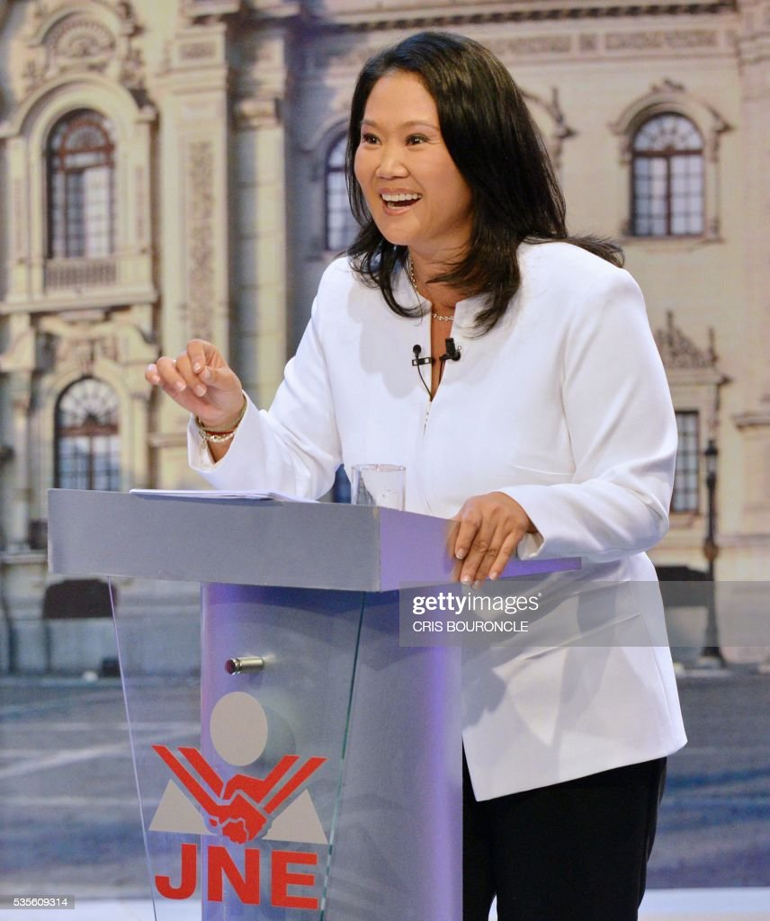 Peruvian presidential candidate for the Fuerza Popular (Popular Strength) party Keiko Fujimori gestures during a televised debate with Peruvian presidential candidate Pedro Pablo Kuczynski of the 'Peruanos por el Kambio' (Peruvians for change) party (out of frame) in Lima on May 29, 2016. Fujimori and Kuczynski will compete in Peru's June 5 runoff election. / AFP / CRIS