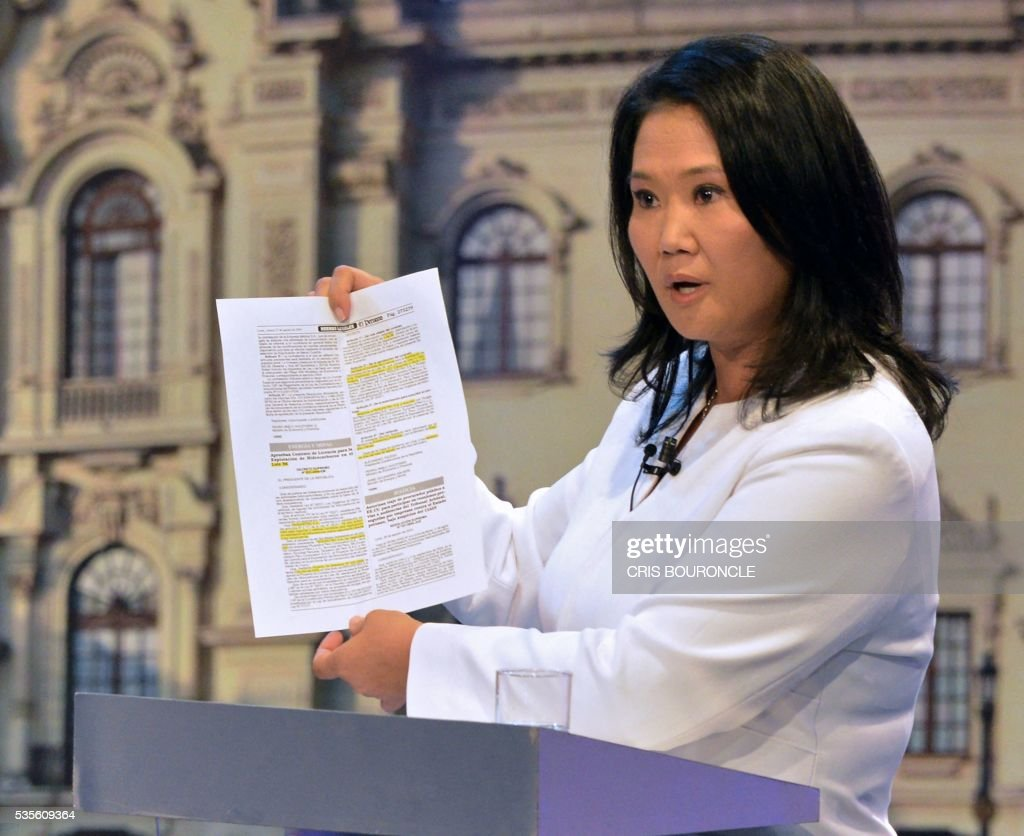 Peruvian presidential candidate for the Fuerza Popular (Popular Strength) party Keiko Fujimori shows a document during a televised debate with Peruvian presidential candidate Pedro Pablo Kuczynski of the 'Peruanos por el Kambio' (Peruvians for change) party (out of frame) in Lima on May 29, 2016. Fujimori and Kuczynski will compete in Peru's June 5 runoff election. / AFP / CRIS