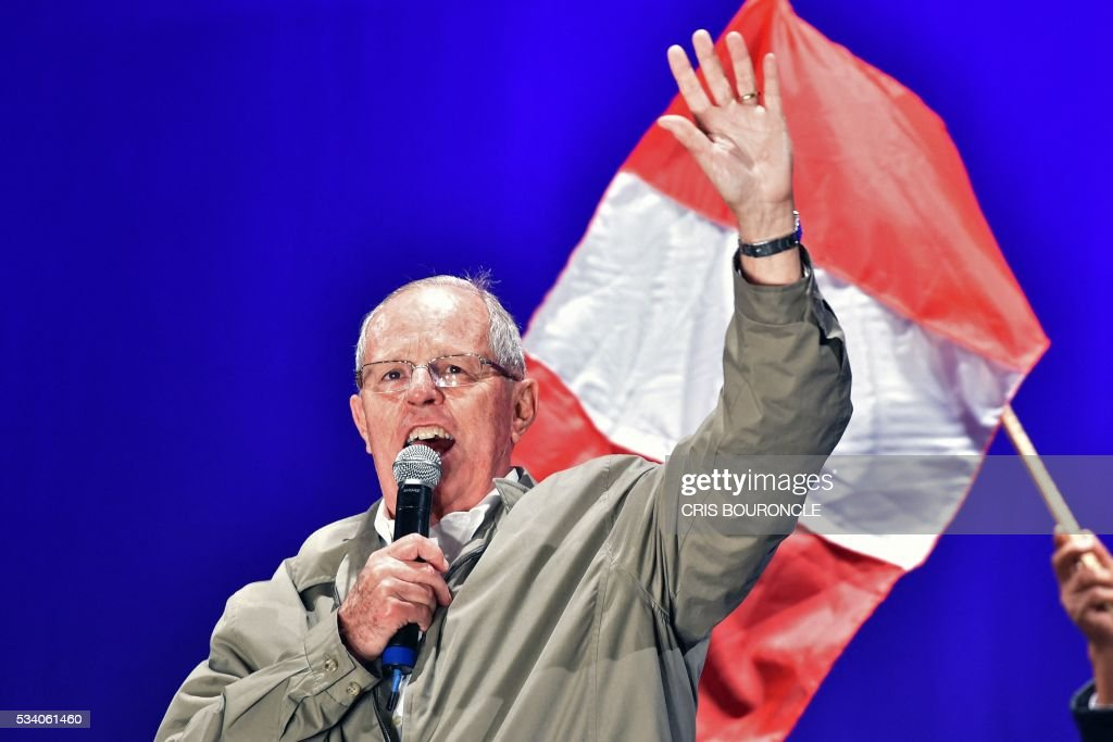 Peruvian presidential candidate for the 'Peruvians for Change' party, Pedro Pablo Kuczynski, is pictured during a campaign rally in Lima on May 24, 2016 ahead of the June 5 run-off election. Moderate conservative Kuczynski will face conservative Keiko Fujimori of the 'Popular Strength' party, in the upcoming June 5 vote. / AFP / CRIS