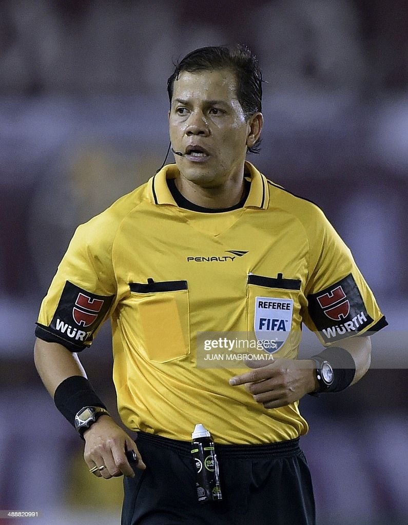 Peruvian referee Victor Carrillo is pictured during the Libertadores Cup quarterfinal first leg football match between Argentina's Lanus and Bolivia's Bolivar, in Lanus, Buenos Aires, on May 8, 2014. AFP PHOTO / Juan Mabromata
