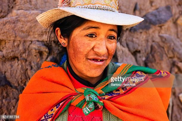 Mujer en ropa nacional peruano, Chivay, Perú