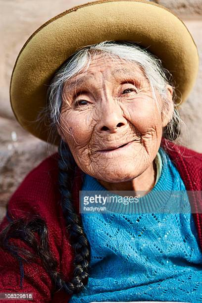 Mulher Peruana venda lembranças, a sagrada vale, Pisac