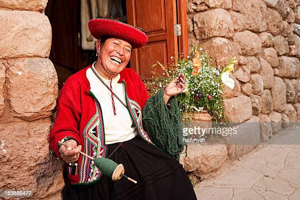 Mulher Peruana fiação de lã, a sagrada vale, Chinchero