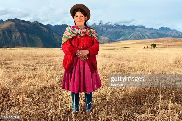 Peruvian femme portant des vêtements, de la Vallée sacrée