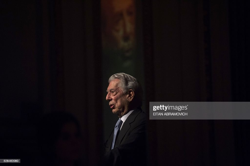 Peruvian writer and 2010 Nobel Prize in Literature laureate Mario Vargas Llosa speaks during a conference staged by the Argentine Chamber of Commerce entitled 'Argentina: Facing Toward the Future' in Buenos Aires, Argentina, on May 05, 2016. / AFP / EITAN