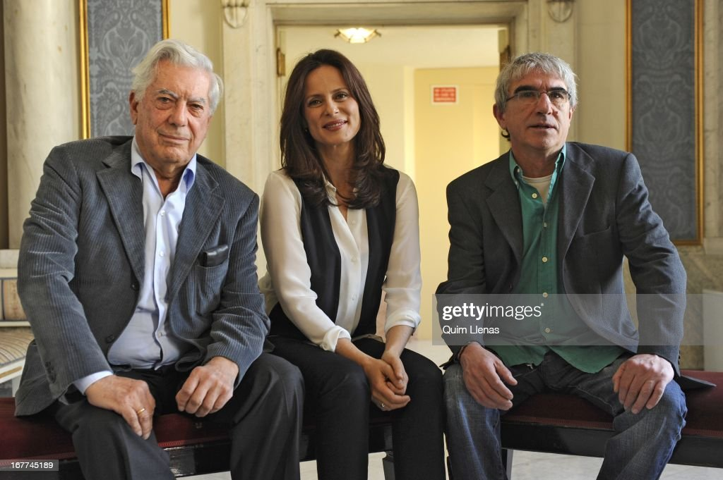 Peruvian writer <a gi-track='captionPersonalityLinkClicked' href=/galleries/search?phrase=Mario+Vargas+Llosa&family=editorial&specificpeople=620765 ng-click='$event.stopPropagation()'>Mario Vargas Llosa</a>, actress <a gi-track='captionPersonalityLinkClicked' href=/galleries/search?phrase=Aitana+Sanchez+Gijon&family=editorial&specificpeople=5514782 ng-click='$event.stopPropagation()'>Aitana Sanchez Gijon</a> and stage diredtor Joan Olle pose for a photo shoot after the press conference for 'La Chunga' play at Espanol Theatre on April 24, 2013 in Madrid, Spain.