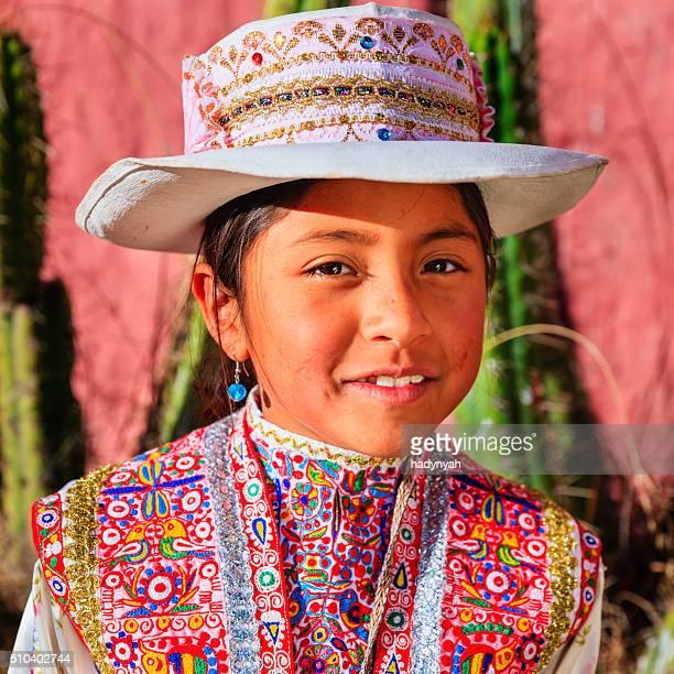Peruano jovem em roupa nacional, Chivay, Peru