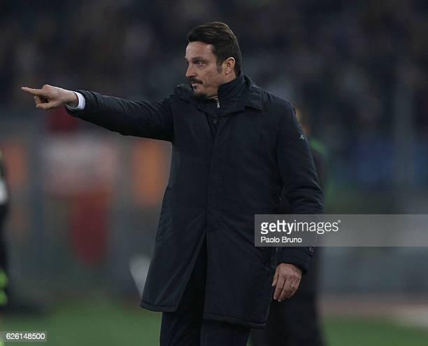 Pescara Calcio head coach Massimo Oddo gestures during the Serie A match between AS Roma and Pescara Calcio at Stadio Olimpico on November 27 2016 in...