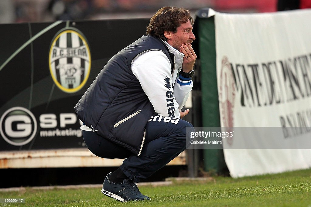 Pescara head coach Giovanni Stroppa looks on during the Serie A match between AC Siena and Pescara at Stadio Artemio Franchi on November 18, 2012 in Siena, Italy.