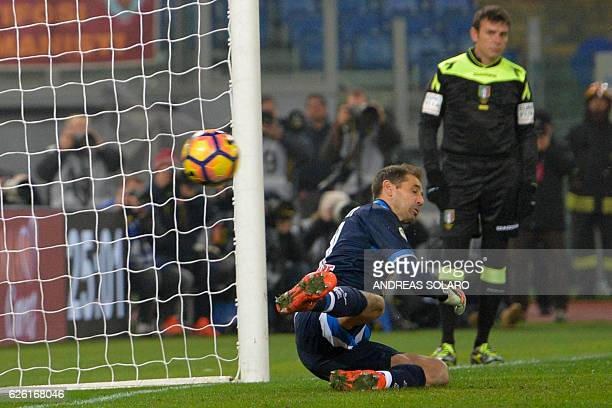 Pescara's Argentinian goalkeeper Albano Bizzarri takes a goal during the Italian Serie A football match between AS Roma and Pescara on November 27...