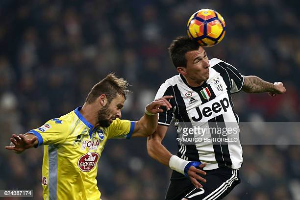 Pescara's Croatian defender Dario Zuparic fights for the ball with Juventus' Croatian forward Mario Mandzukic during the Italian Serie A football...
