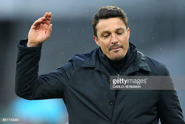 Pescara's Italian coach Massimo Oddo leaves the pitch after been expelled during the Italian Serie A football match between SSC Napoli and Delfino...