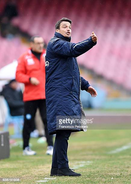Pescara'u0092s coach Massimo Oddo gestures during the Serie A match between SSC Napoli and Pescara Calcio at Stadio San Paolo on January 15 2017 in...