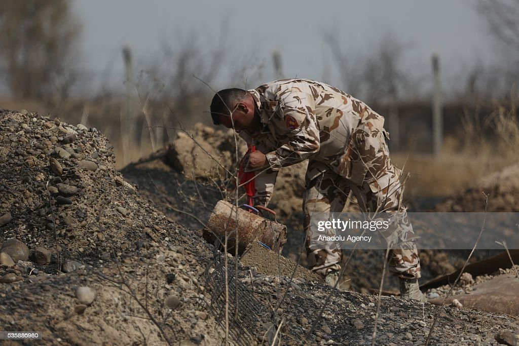 Peshmerga forces place red flags, which points out the mines, as Peshmerga forces conduct an operation against Daesh terrorists in Nineveh, Iraq on May 30, 2016.