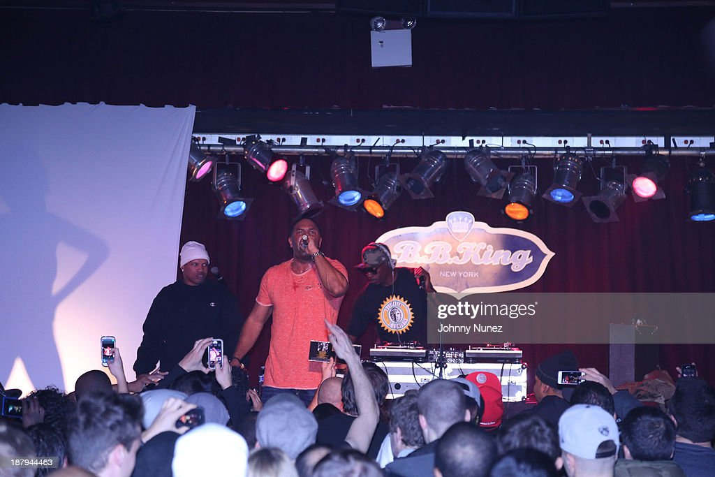 <a gi-track='captionPersonalityLinkClicked' href=/galleries/search?phrase=Pete+Rock&family=editorial&specificpeople=641711 ng-click='$event.stopPropagation()'>Pete Rock</a> (r) and CL Smooth (c) perform at B.B. King Blues Club & Grill on November 13, 2013 in New York City.