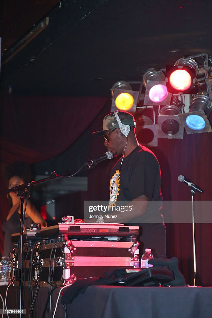 <a gi-track='captionPersonalityLinkClicked' href=/galleries/search?phrase=Pete+Rock&family=editorial&specificpeople=641711 ng-click='$event.stopPropagation()'>Pete Rock</a> performs at B.B. King Blues Club & Grill on November 13, 2013 in New York City.