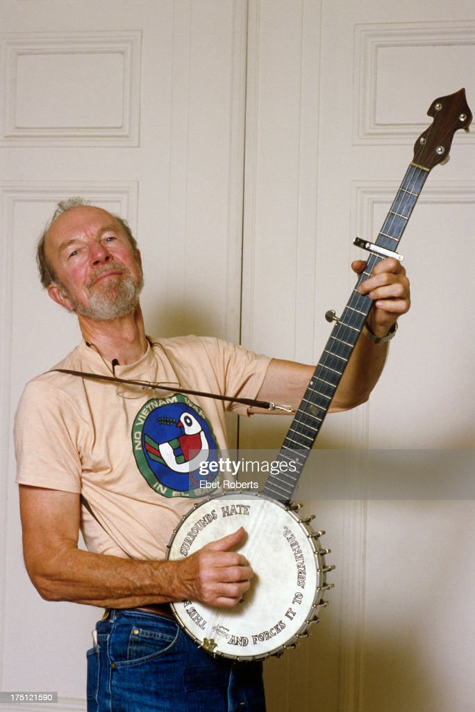 Pete Seeger poses for a portrait in New York City on September 13, 1984.