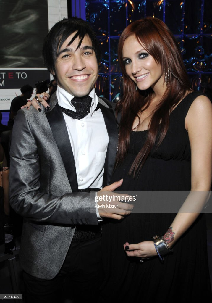 Pete Wentz and Ashlee Simpson backstage at the 2008 MTV Video Music Awards at Paramount Pictures Studios on September 7, 2008 in Los Angeles, California.
