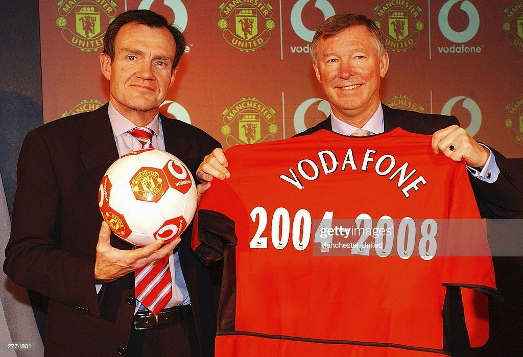 Manchester united announce new sponsorship deal with for Manchester united shirt sponsor