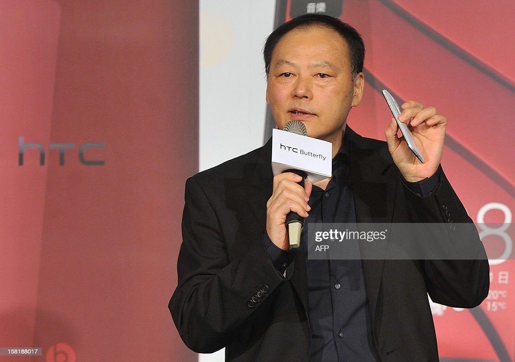 Peter Chou displays the new smartphone 'HTCJ butterfly' during a press conference in Taipei on December 11, 2012. The new smartphone has a quad-core CPU, 5-inch sized high-definition LCD display and an 8 mega-pixel CMOS camera. AFP PHOTO / Mandy CHENG