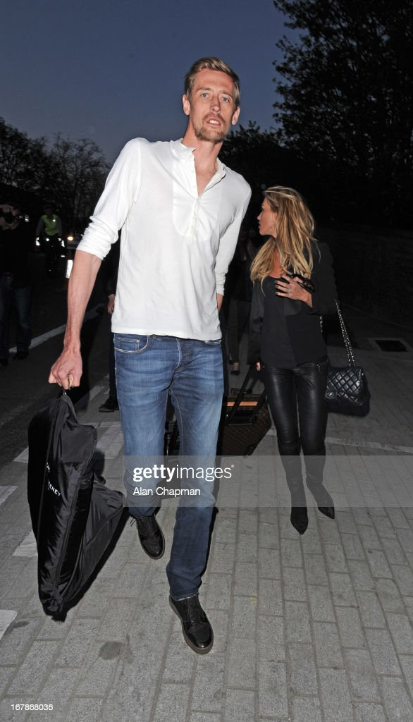 <a gi-track='captionPersonalityLinkClicked' href=/galleries/search?phrase=Peter+Crouch&family=editorial&specificpeople=210764 ng-click='$event.stopPropagation()'>Peter Crouch</a> and Abbey Clancy sighting leaving The Jam Tree pub on Kings Road on May 1, 2013 in London, England.