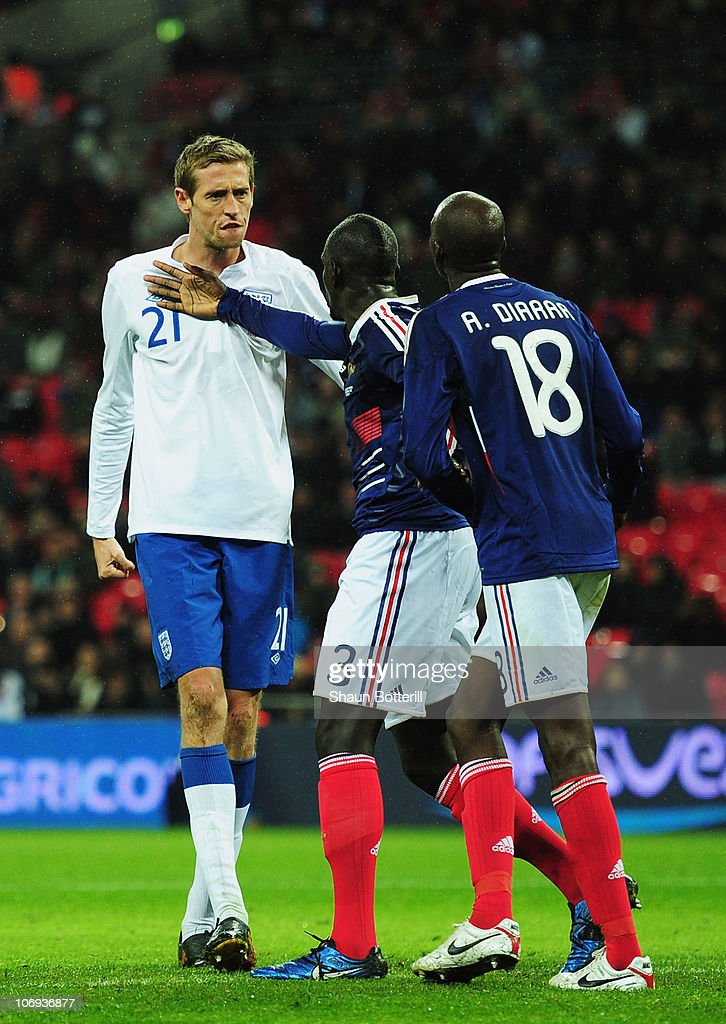 <a gi-track='captionPersonalityLinkClicked' href=/galleries/search?phrase=Peter+Crouch&family=editorial&specificpeople=210764 ng-click='$event.stopPropagation()'>Peter Crouch</a> (L) of England argues with <a gi-track='captionPersonalityLinkClicked' href=/galleries/search?phrase=Alou+Diarra&family=editorial&specificpeople=465019 ng-click='$event.stopPropagation()'>Alou Diarra</a> (R) of France during the international friendly match between England and France at Wembley Stadium on November 17, 2010 in London, England.