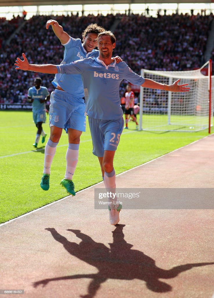 Peter Crouch of Stoke City FC celebrates scoring a goal during the Premier League match between Southampton and Stoke City at St Mary's Stadium on May 21, 2017 in Southampton, England.