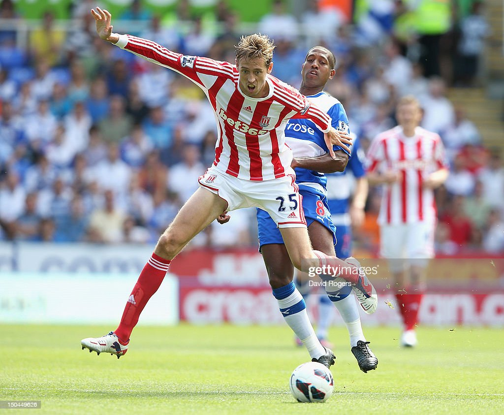 <a gi-track='captionPersonalityLinkClicked' href=/galleries/search?phrase=Peter+Crouch&family=editorial&specificpeople=210764 ng-click='$event.stopPropagation()'>Peter Crouch</a> of Stoke City is challenged by <a gi-track='captionPersonalityLinkClicked' href=/galleries/search?phrase=Mikele+Leigertwood&family=editorial&specificpeople=224769 ng-click='$event.stopPropagation()'>Mikele Leigertwood</a> of Reading during the Barclays Premier League match between Reading and Stoke City at Madejski Stadium on August 18, 2012 in Reading, England.