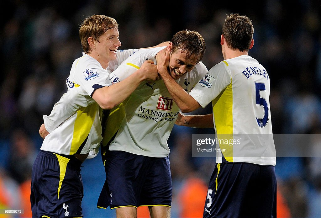 Peter Crouch of Tottenham Hotspur celebrates with his team mates Roman Pavlyuchenko (L) and David Bentley (R) at the end of the Barclays Premier League match between Manchester City and Tottenham Hotspur at the City of Manchester Stadium on May 5, 2010 in Manchester, England.