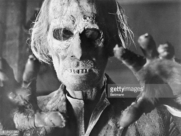Peter Cushing returns from the grave in 'Tales From the Crypt' 1972
