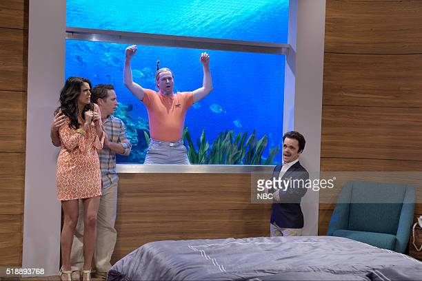 LIVE 'Peter Dinklage' Episode 1699 Pictured Cecily Strong Beck Bennett Taran Killam and Peter Dinklage during the 'Undersea Hotel' sketch on April 2...