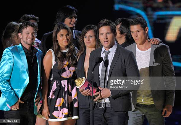 Peter Facinelli and the cast of 'New Moon' attend the 2010 MTV Movie Awards at Gibson Amphitheatre on June 6 2010 in Universal City California